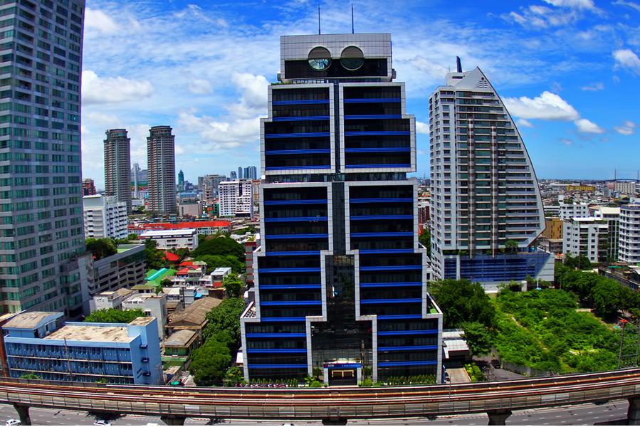 The Robot Building (Bangkok) - Infy world
